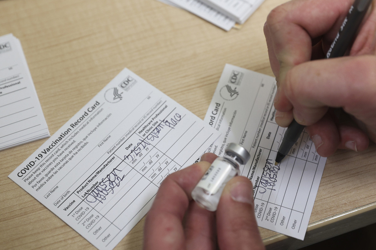 Fake COVID vaccination cards that are widely available online
