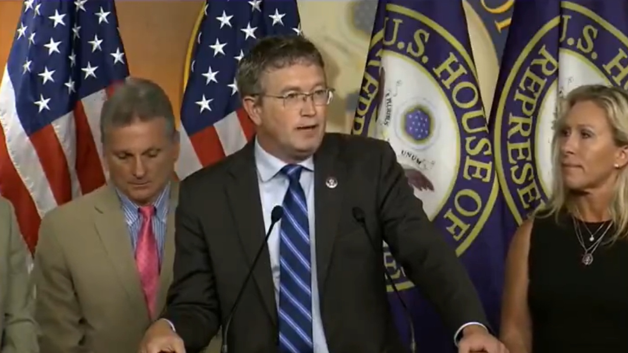 Rep. Massie scolds reporter who asks if he's vaccinated