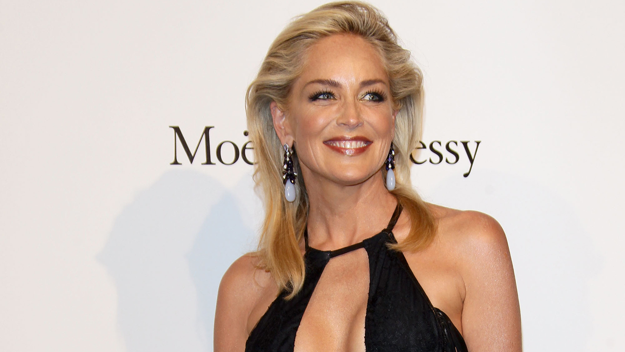 """""""Basic Instinct"""" director denies Sharon Stone's claim that she was tricked into showing nudity in the film"""