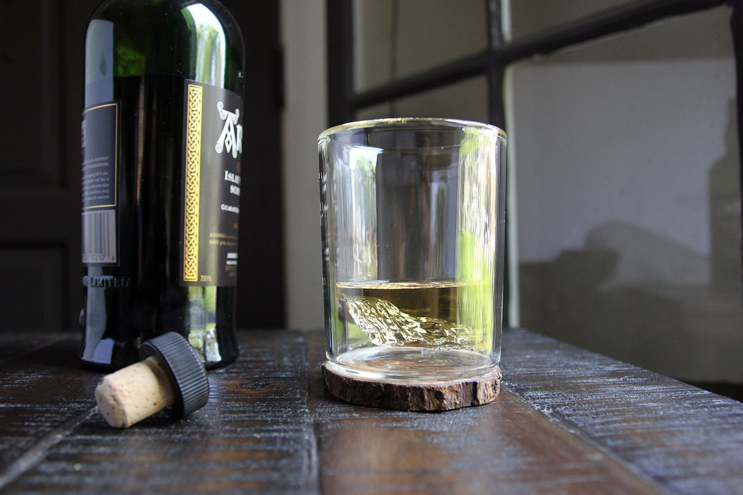 Huckberry Whiskey Peaks Glasses Review: An Up-and-coming Sip