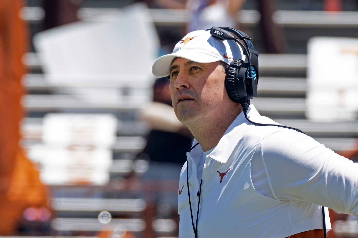 Texas still in Big 12 starts a new era with a new coach and QB